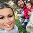 Carla Moreau et Kevin Guedj avec leur fills Ruby, février 2021
