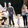 Tobey Maguire avec sa femme Jennifer Meyer et leurs petits Ruby et Otis au pays des citrouilles, le 24 octobre 2009