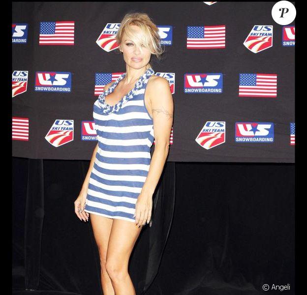 Pamela Anderson, lors d'une journée de soutien à l'équipe américaine de snowboarding à Malibu, le 25 octobre 2009