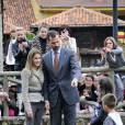 Letizia d'Espagne  et le Prince Felipe rendent visite au Village d'Asturies 2009 à Sobrescobio le 24 octobre 2009 en Espagne