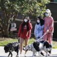 Laeticia Hallyday, ses filles Jade et Joy, avec des masques, et leurs chiens Santos, Cheyenne et Bono se promènent dans le quartier de Pacific Palisades, à Los Angeles, Californie, Etats-Unis, le 3 avril 2020, pendant la période de confinement.
