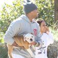 Chris Brown, Jasmine Sanders et son chien sur la plage de Miami.