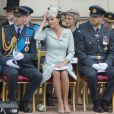 Le prince William, duc de Cambridge, Kate Catherine Middleton, duchesse de Cambridge, le prince William, duc de Sussex, Meghan Markle, duchesse de Sussex - La famille royale d'Angleterre lors de la parade aérienne de la RAF pour le centième anniversaire au palais de Buckingham à Londres.