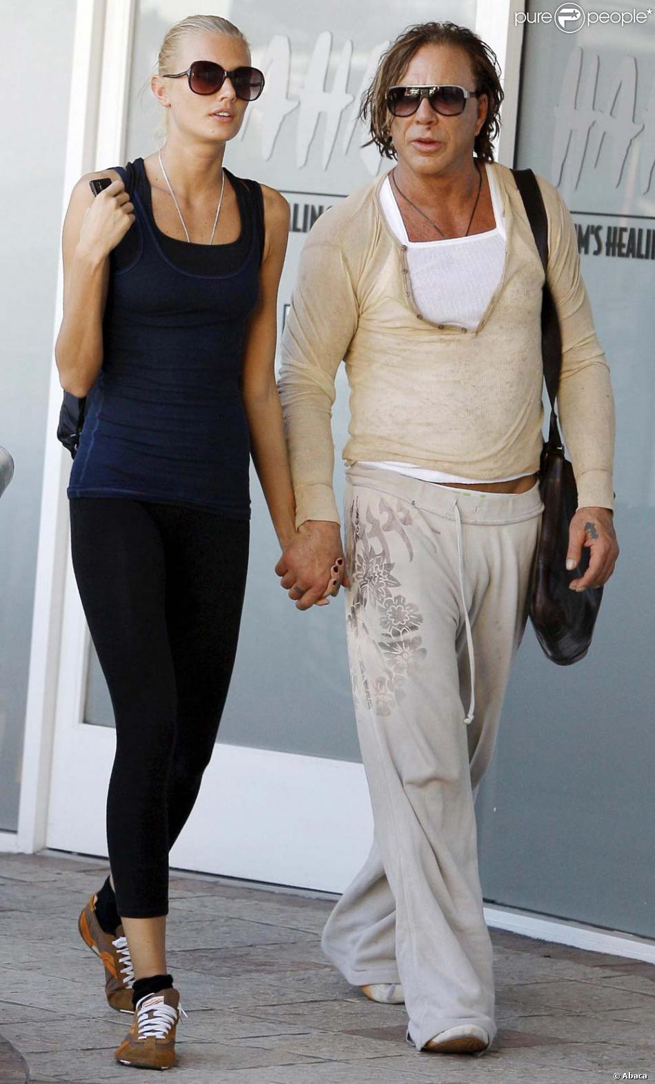 Mickey rourke et sa petite amie sortent d 39 un salon de for Ouvrir un salon de bronzage