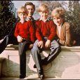 Le prince Charles et Diana avec leurs enfants, William et Harry.