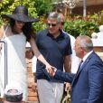 George Clooney et sa femme Amal Clooney sortent de leur hôtel, et prennent un bateau taxi pour se rendre dans un héliport de Venise, Italie, le 27 juin 2019.