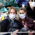 Mathieu Vergne et sa femme Ophélie Meunier dans les tribunes lors des internationaux de tennis Roland Garros à Paris le 9 octobre 2020. © Dominique Jacovides / Bestimage
