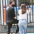 Ben Affleck et son ex-femme Jennifer Garner emmènent leur fils Samuel, 9 ans, à son cours de natation à Los Angeles, le 3 mai 2021.
