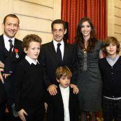 Dany Boon : Il vous montre sa bien jolie médaille... et ses quatre enfants ! (réactualisé)