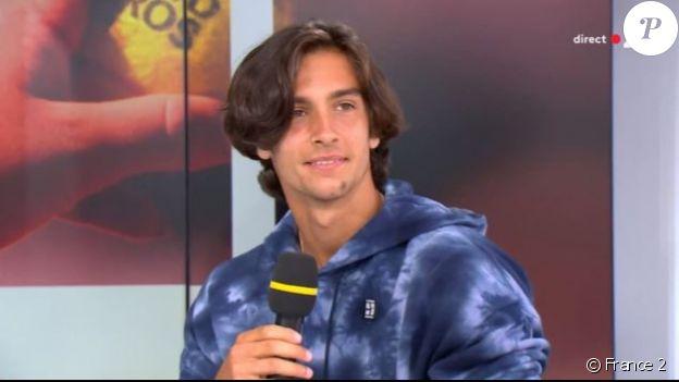 Lorenzo Musetti en interview sur France 2, à Roland-Garros