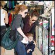 Jessica Alba et sa fille Honor en session shopping à Los Angeles le 30 octobre 2009