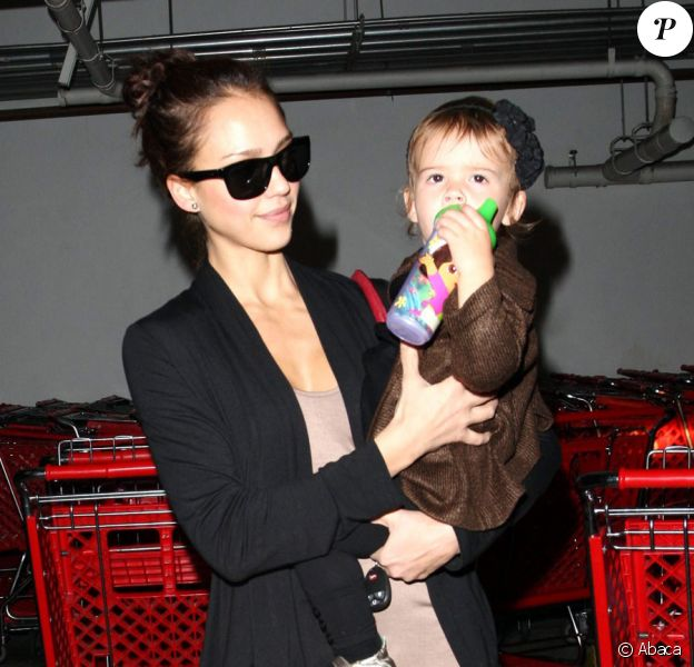 Jessica Alba et Honor, sa fille, à Los Angeles le 13 novembre 2009