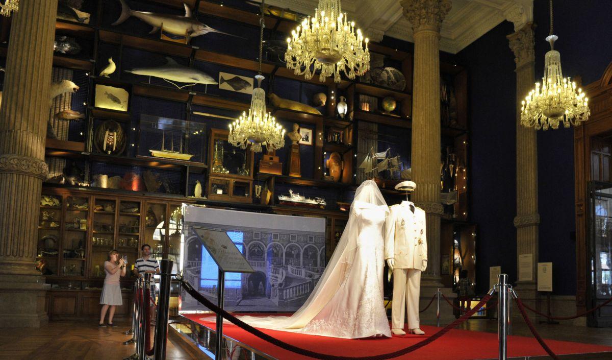 Charlene et Albert de Monaco, 10 ans de mariage : une robe de mariée d'exception, aux 40 000 cristaux