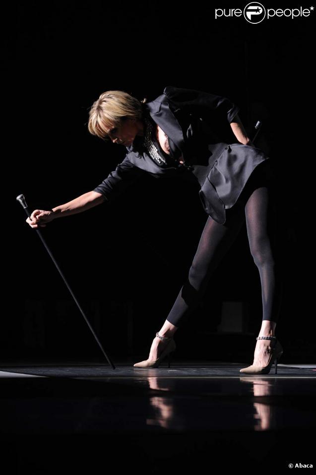 Patricia Kass dévoile ses jambes incroyables en concert à Genève, le 15 novembre 2009.