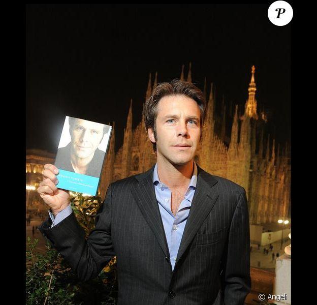 Emmanuel Philibert de Savoie présente son livre L'histoire d'un prince. 19/11/09