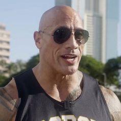 """Dwayne Johnson est de retour dans son ancien lycée à Hawaï, en préambule de la série retraçant sa vie, """"Young Rock"""" diffusée sur NBC."""