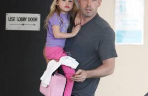 Violet Affleck a eu un petit accident... heureusement Papa Ben est là pour la sauver !