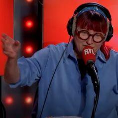 Christine Bravo et sa nouvelle couleur dans Les Grosses Têtes sur RTL. Novembre 2020.