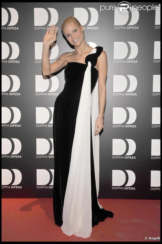 Michelle Hunziker au gala Doppia Difesa contre la violence à Milan le 26/11/09