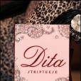 Dita von Teese dédicace son livre,  Dita : Stripteese , à Londres, le 27 novembre 2009.
