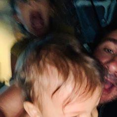 Michaël Youn et ses enfants, Seven et Stellar, sur Instagram en août 2020.