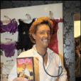 L'humoriste Titoff a investi un sex-shop parisien pour promouvoir son DVD,  Professeur Jacky Love , dans lequel il incarne un psychosexologue.