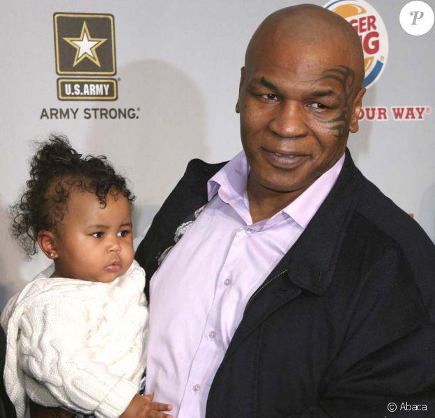 Mike Tyson et la petite Milan lors de la cérémonie des Video Game Awards, le 12 décembre 2009 à Los Angeles.