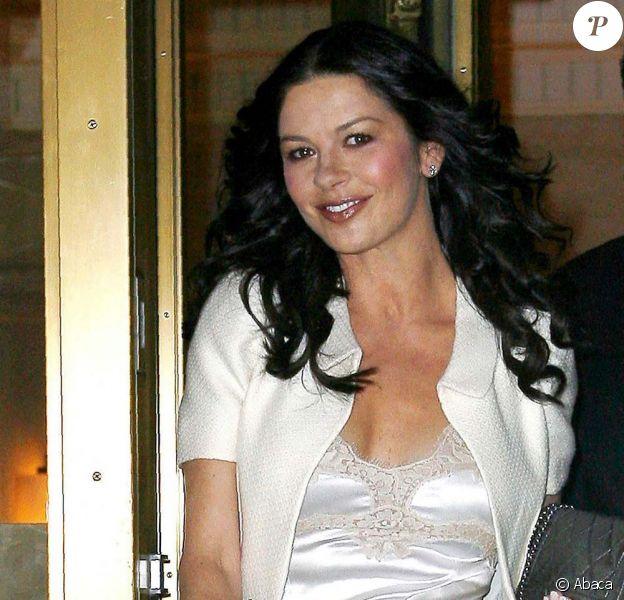 Catherine Zeta-Jones est montée pour la première fois sur une scène de Broadway pour A Little Night Music, le 13 décembre 2009.