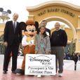 Roy Disney inaugure les Walt Disney Studios à Euro Disney en mars 2002
