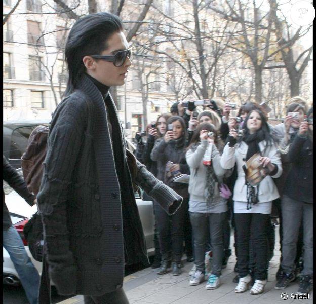 Bill Kaulitz de Tokio hotel fait son entrée au Plaza Athénée à Paris, le 14 décembre 2009.