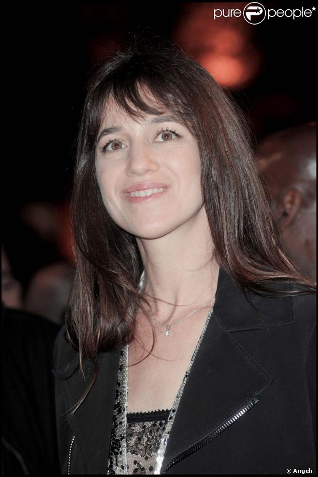 Charlotte gainsbourg florence foresti et isabelle adjani for Dans vos airs charlotte gainsbourg