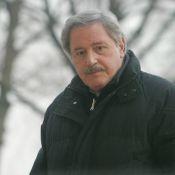 """Victor Lanoux : le """"jeune"""" marié qui a frôlé la mort redevient... commissaire de police !"""