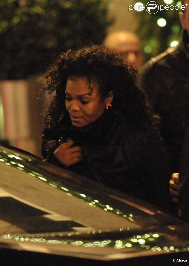 Janet Jackson à Paris, sortant du restaurant  La Cantine