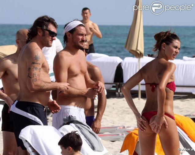 Melissa Satta, sublime compagne de l'ancienne star du foot italien Christian Vieri, profite des fêtes du Nouvel An 2010 pour exhiber... son superbe corps à Miami Beach