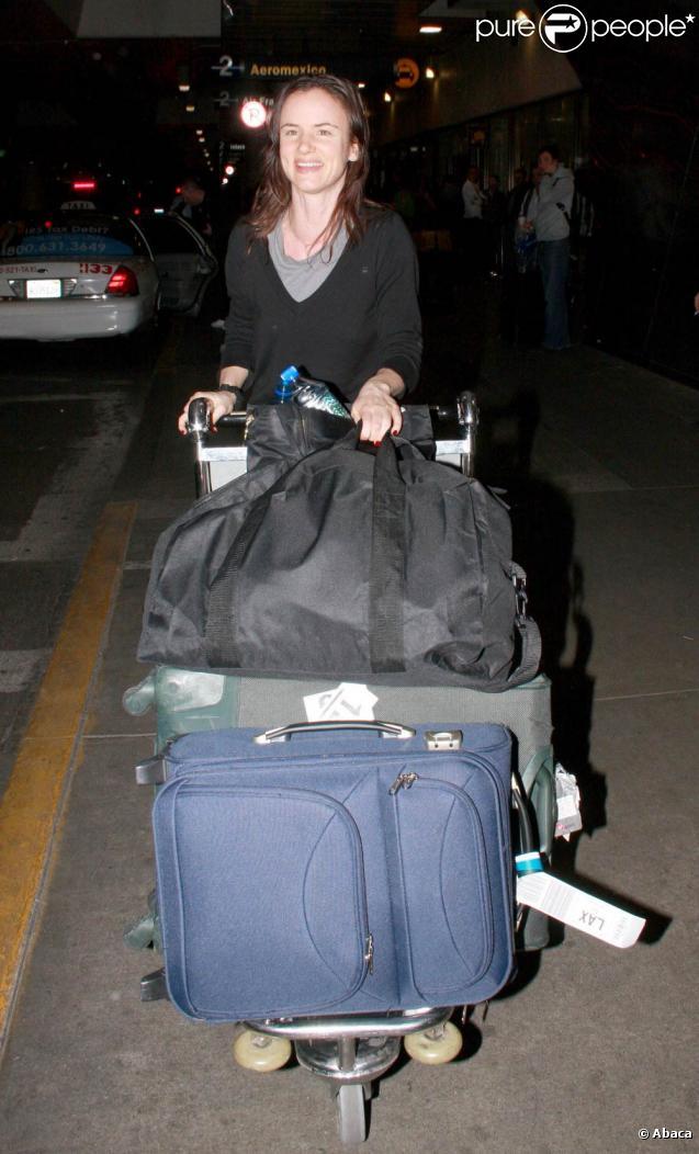 Juliette Lewis arrive à l'aéroport de Los Angeles, LAX, le 3 janvier 2010