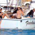 Tommy Lee en vacances à Mexico avec sa chérie et des amis (21 décembre 2009)