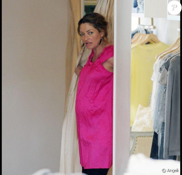 Rebecca Gayheart fait du shopping à Los Angeles le 7 janvier 2010