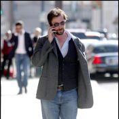 """Noah Wyle de la série """"Urgences"""" : malgré sa barbe et ses lunettes... le Dr. Carter est toujours aussi charmant !"""