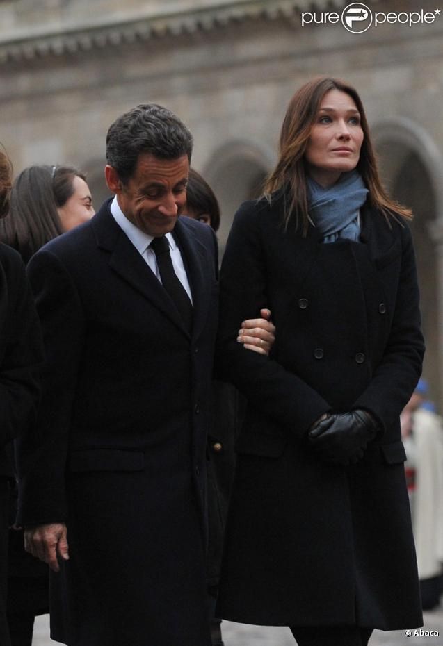 Carla Bruni et Nicolas Sarkozy aux funérailles de Philippe Séguin le 11/01/10 à Paris