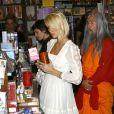 Paris Hilton fait du shopping en compagnie de son moine Bouddhiste personnel