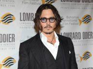 Regardez le beau Johnny Depp inaugurer une statue à son effigie en Serbie !