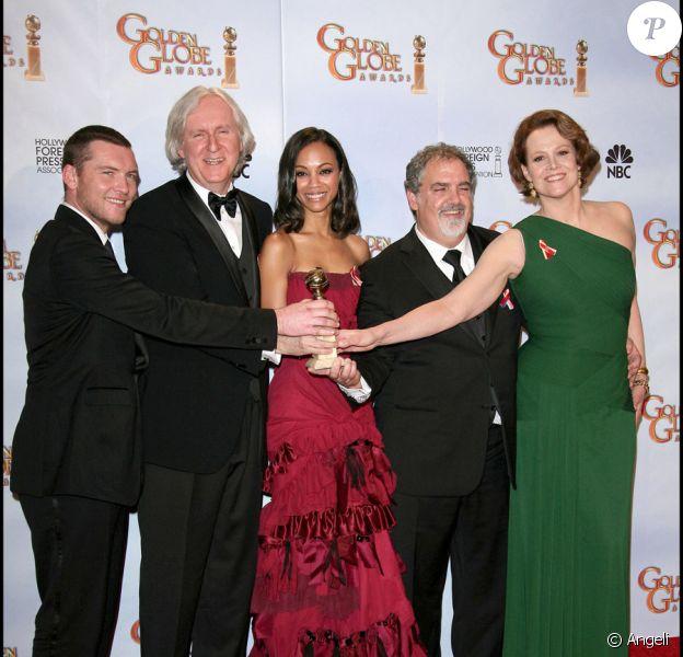 Meilleur film, Avatar : l'équipe du film, Sam Worthington, James Cameron, Zoe Saldana, Jon Landau et Sigourney Weaver, lors de la 67e cérémonie des Golden Globes à Los Angeles le 17 janvier 2010