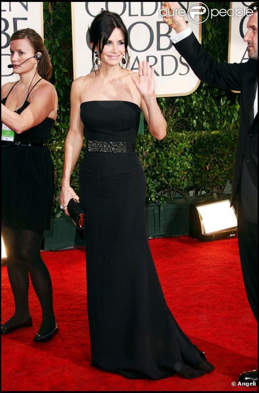 Courteney Cox dans une robe signée Victoria Beckham lors de la cérémonie des Golden Globes le 17 janvier 2010