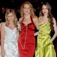 """""""Jerry Hall et ses filles Elizabeth (Lizzie) et Georgia May en 2005 !"""""""