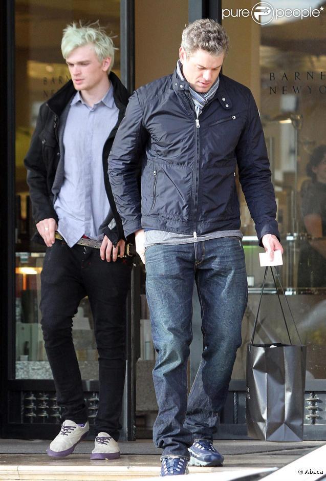 Eric Dane fait du shopping ! Beverly Hills, le 21/01/10
