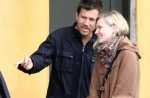 Kirsten Dunst : De nouveau souriante et... dans les bras d'un beau brun !