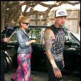 Nicole Richie et Joel Madden : même pour une séance shopping, les tourtereaux n'oublient pas d'être lookés ! Etre un couple tendances, ça se travaille tous les jours !