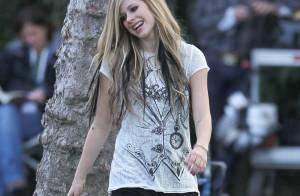 Regardez Avril Lavigne sur les traces d'Alice... au pays des merveilles !