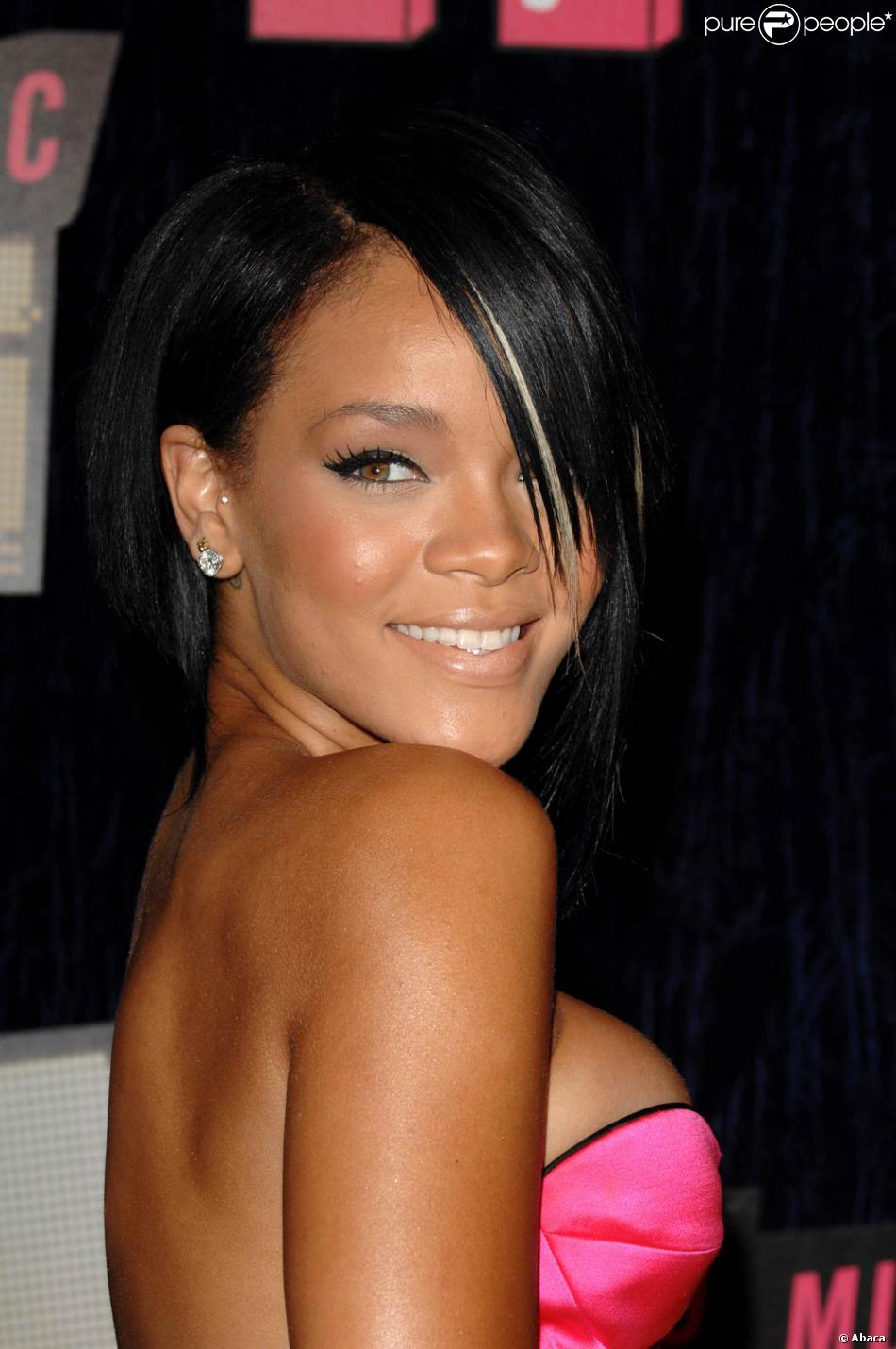 Rihanna : Elle a tout coupé et a été l'une des première à adopter le carré court ! - Purepeople