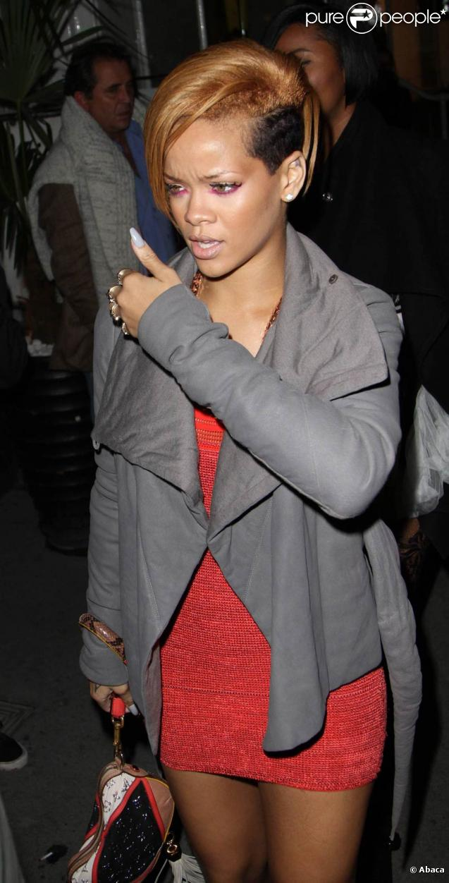 Rihanna : Cheveux à moitié rasés, Riri s'est révélée.